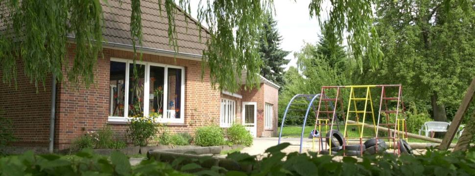Spielplatz vor einem Kindergarten