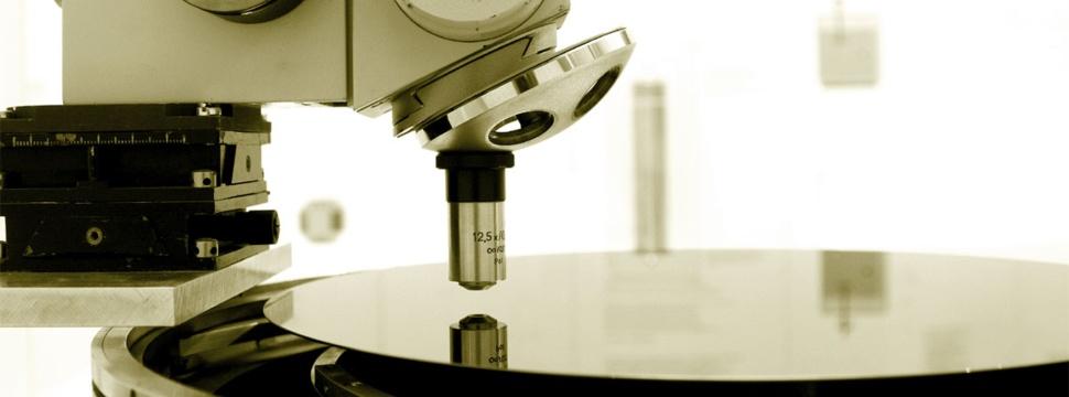 Mikroskop und Silitiumplatte