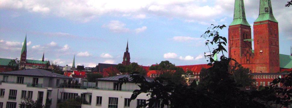 Einer der Ausblicke aus den Wallanlagen auf Lübeck