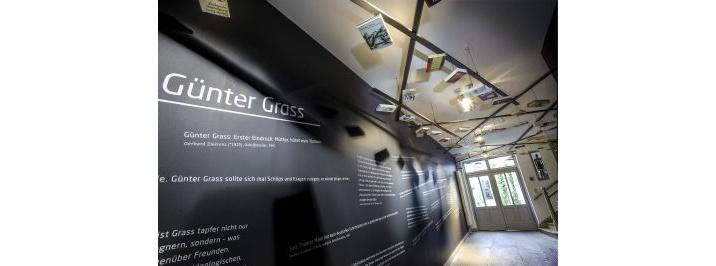 In der Glockengießerstraße 21 steht das Günter Grass-Haus. Hier befindet sich auch das Büro des Schriftstellers und Bildenden Künstlers Günter Grass